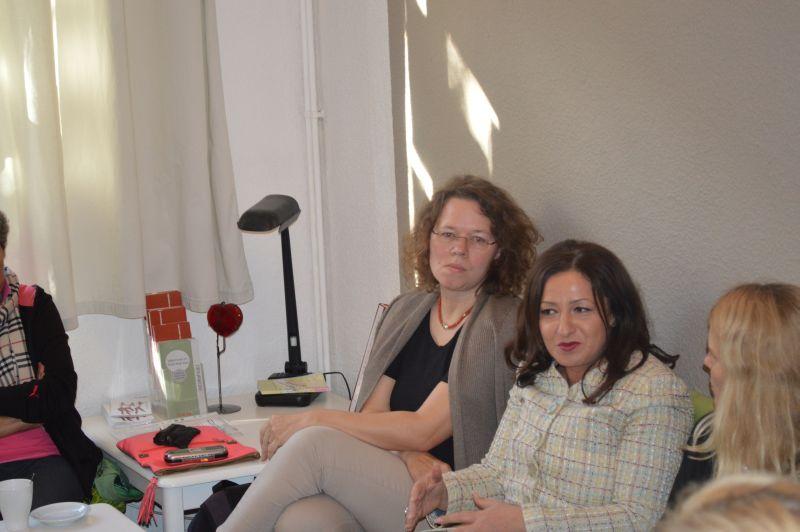 """""""Nachgefragt"""" Gespräch mit Senatorin Dilek Kolat und MdA Susanne Kitschun © FRIEDA"""