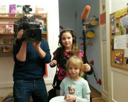 Das Fernsehteam von ARTE mit den Kindern der porträtierten Besucherin © Franziska Langhammer