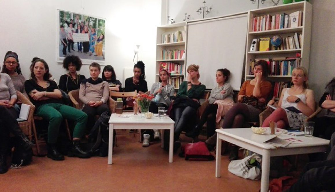"""Gruppendiskussion bei """"Körper und Lust selbstbestimmen!"""" mit Hengameh Yaghoobifarah"""