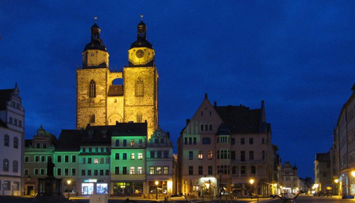 Stadtkirche_Wittenberg_bei_Nacht_web