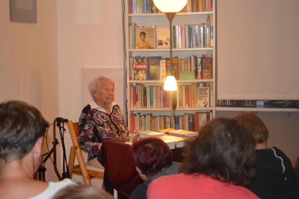 Schriftstellerin Elfriede Bruening